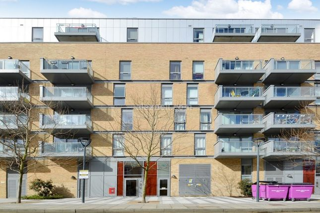 Thumbnail Flat to rent in Upper North Street, London