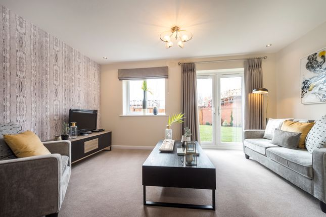 Thumbnail Semi-detached house for sale in Synehurst Avenue, Evesham, Worcestershire