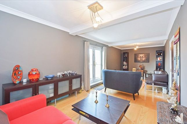 3 bed flat for sale in Saunders Ness Road, Isle Of Dogs E14