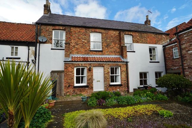 Thumbnail Cottage to rent in Golden Lion Yard, Thirsk