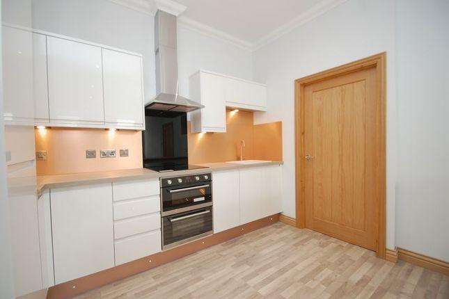 Thumbnail Flat for sale in Bloomgate, Lanark