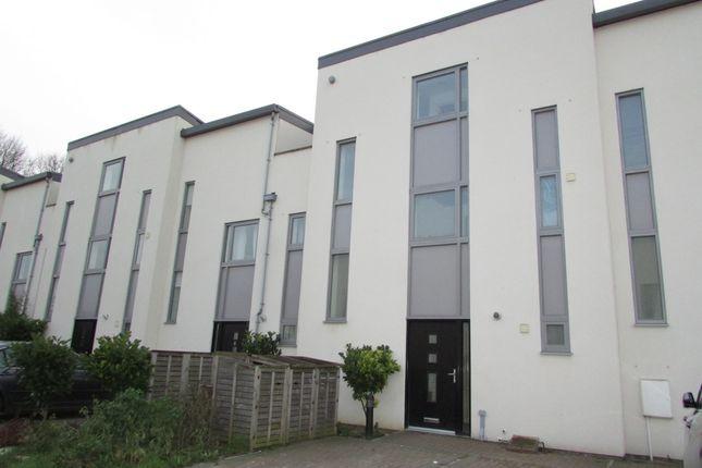 Thumbnail Town house to rent in Rowledge Court, Walton