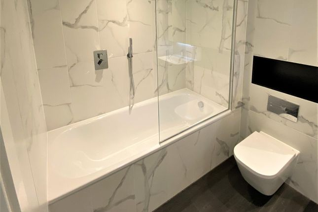 Bathroom of Dearmans Place, Salford M3