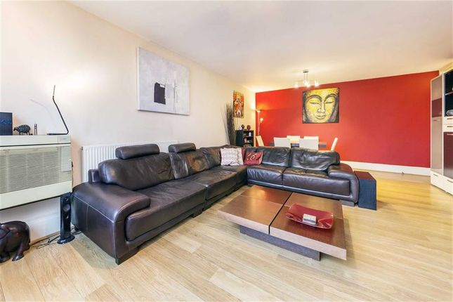 2 bed flat for sale in Upper Ground, London
