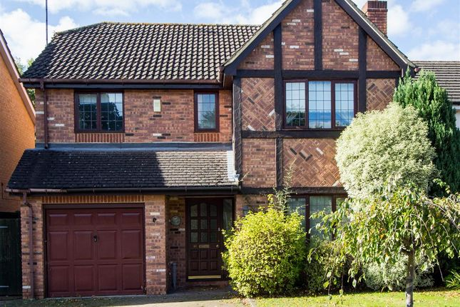 4 bed detached house to rent in Connaught Drive, Weybridge