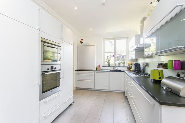 Thumbnail Semi-detached house to rent in North Hill, Highgate