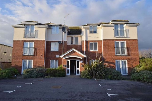 2 bed flat to rent in Newlands Road, Christchurch BH23