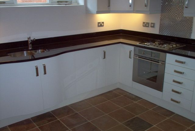 Thumbnail Shared accommodation to rent in Lower Villiers Street, Leamington Spa