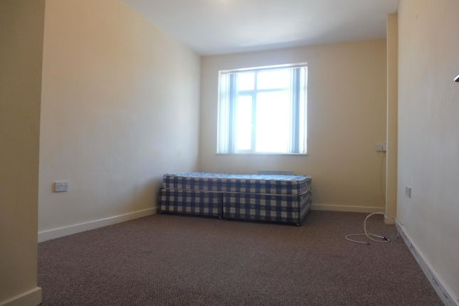 2 bed flat to rent in killinghall road bradford bd3 zoopla bedroom 1 of killinghall road bradford bd3 solutioingenieria Choice Image