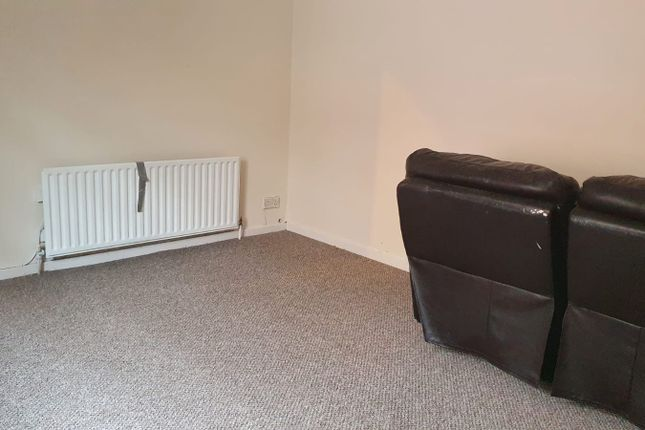 Thumbnail Flat to rent in Caldmore Road, Walsall, West Midlands