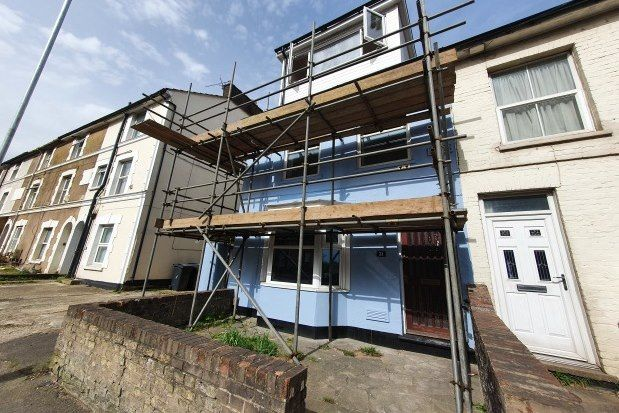 Thumbnail Property to rent in Somerset Road, Ashford
