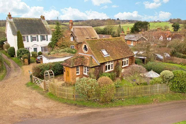 Thumbnail Cottage for sale in Russells Water, Henley-On-Thames