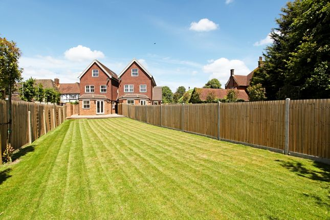 4 bed property to rent in The Common, Cranleigh