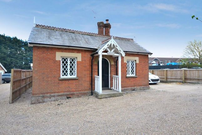 3 bed bungalow to rent in Chelmsford Road, Dunmow CM6