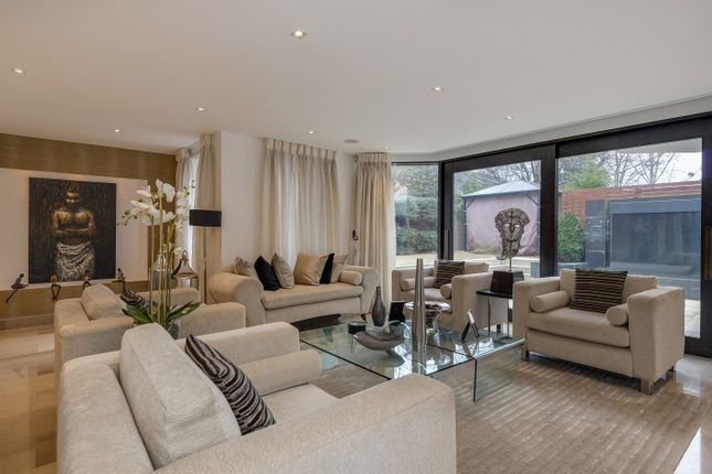 4 bed flat for sale in Avenue Road, St John's Wood NW8