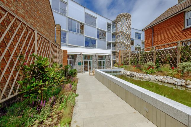 Thumbnail Flat for sale in Sutton Park Road, Seaford