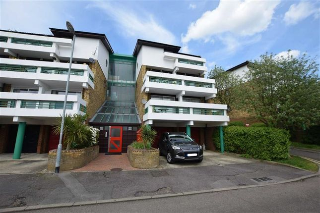 Thumbnail Flat for sale in The Vale, Basildon, Essex