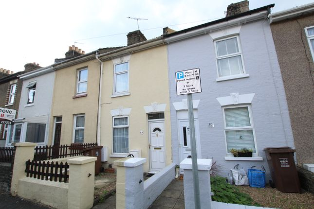 2 bed terraced house to rent in Bowes Road, Rochester