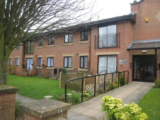 2 bed flat to rent in Hallfield Court, Wetherby, West Yorkshire