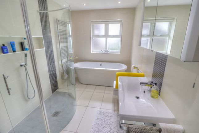 Family Bathroom of Oakfield Close, Bramhall, Stockport SK7