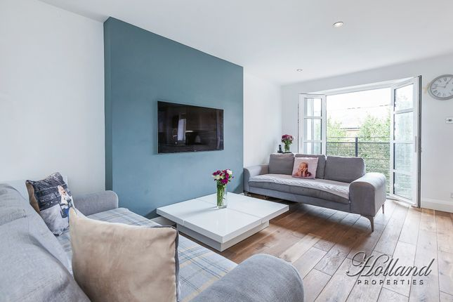 Thumbnail Flat for sale in Langbourne Place, London