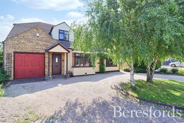 4 bed detached house for sale in Louvaine Avenue, Wickford SS12