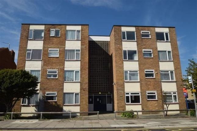Thumbnail Flat to rent in Devonshire Avenue, Southsea