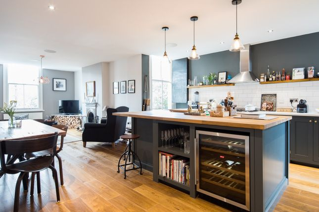 Thumbnail Town house to rent in Goldsmith Avenue, London