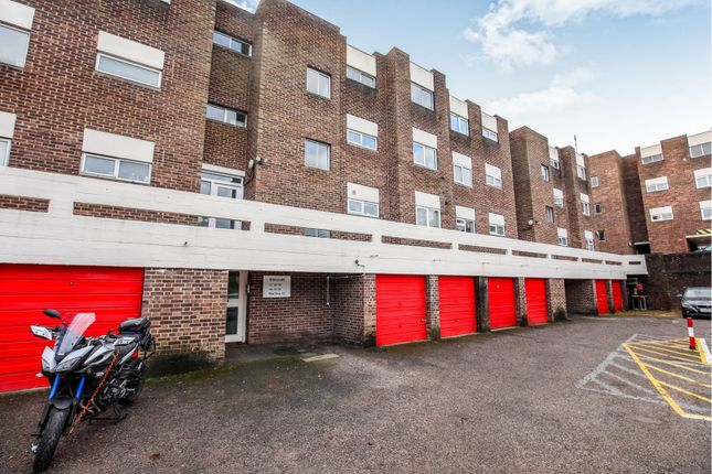 Thumbnail Flat for sale in Fairview Avenue, Woking