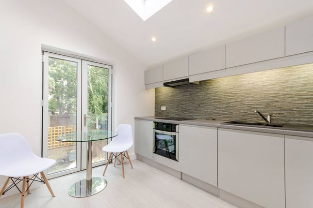 Thumbnail Maisonette to rent in Apsley Road, South Norwood, London