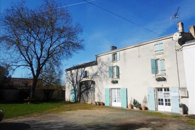 Thumbnail Property for sale in Poitou-Charentes, Charente-Maritime, St Pierre D Amilly