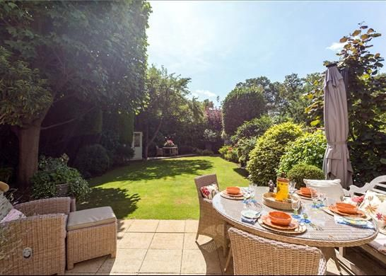 Garden Kt10 of Ruxley Towers, Claygate, Esher KT10
