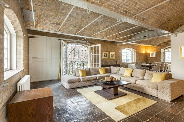Thumbnail Flat to rent in Ivory House, East Smithfield, St Katharine's Dock, London