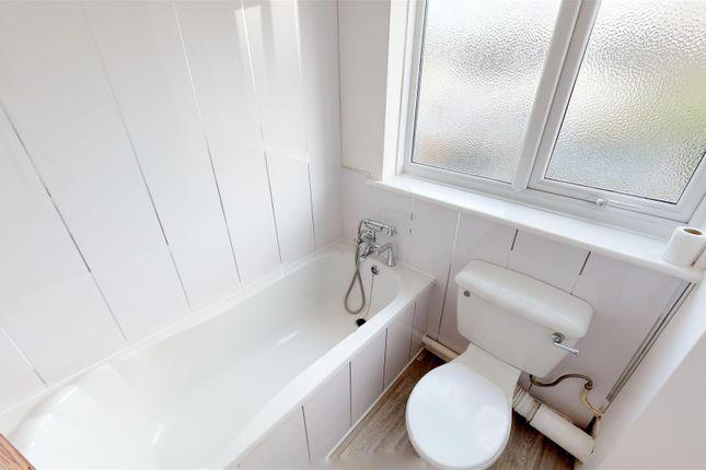 Bathroom Mp of Gradon Close, Barry CF63