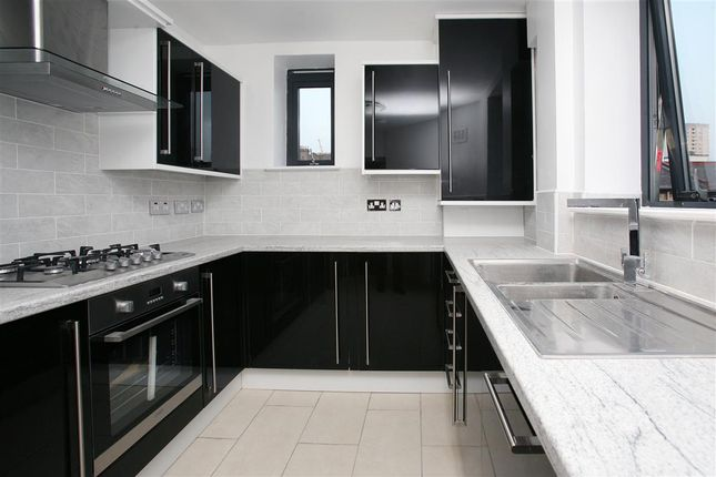 Thumbnail Flat to rent in Jacob Mansions, Umberston Street, Aldgate East, London