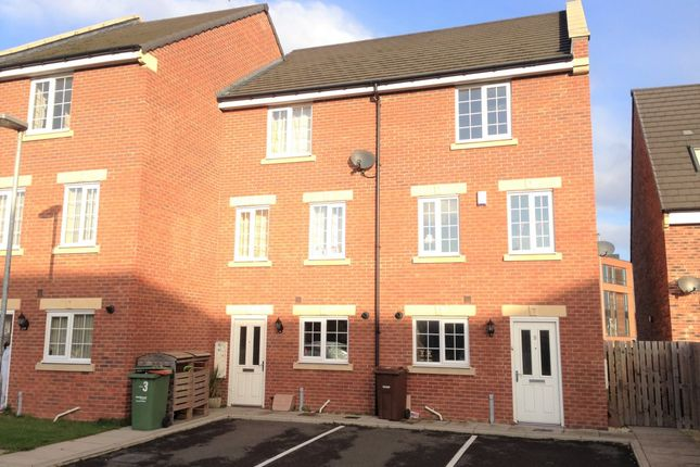 Thumbnail Town house to rent in Chancel Road, Wakefield