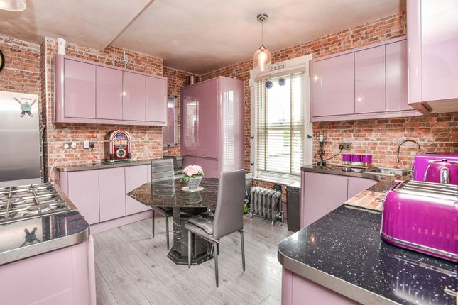 3 bed flat for sale in High Street, Orpington BR5