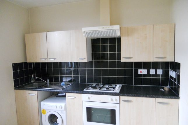 1 bed flat to rent in High Road, Woodford Green IG8