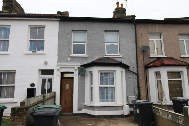 2 bed flat to rent in Avenue Road, West Green N15