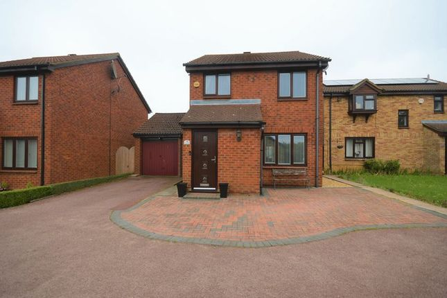 Thumbnail Detached house for sale in Redmire Close, Luton