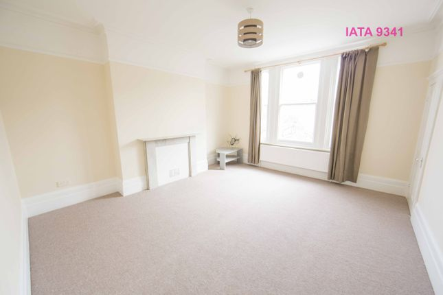 2 bed flat to rent in Horn Lane, London