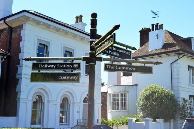 Which Way of Flat Grove Hill Road, Tunbridge Wells, Kent TN1