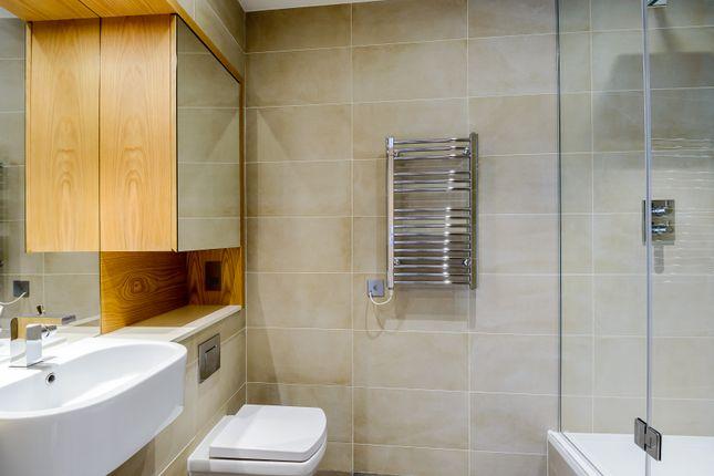 Bathroom 2 of Arena Tower, Crossharbour Plaza, Canary Wharf E14