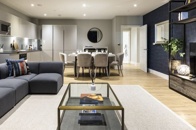3 bed flat for sale in Douglas Road, Hounslow, London, Greater London TW3