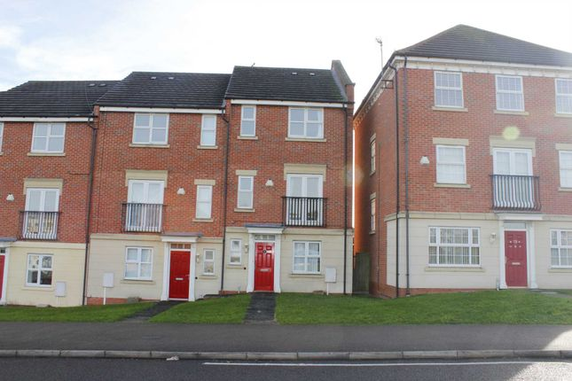 Thumbnail Town house to rent in Sandhills Avenue, Hamilton, Leicester