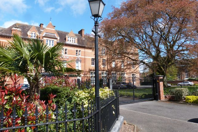 Thumbnail Flat to rent in Avenue Road, Leamington Spa