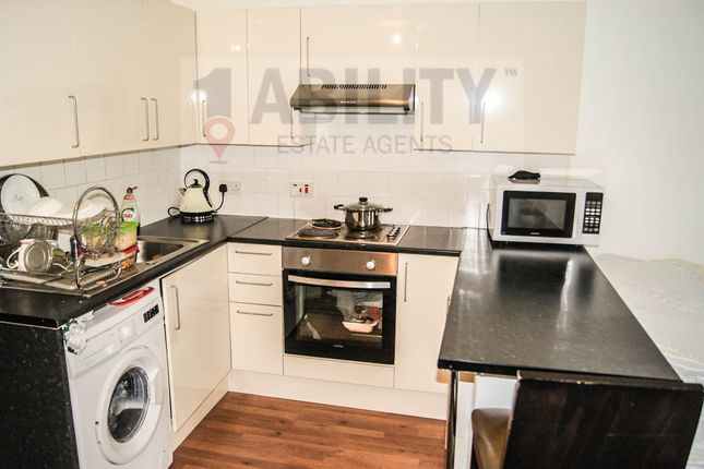 Thumbnail Flat to rent in Abingdon Close, London