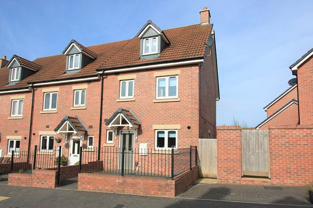 Thumbnail Town house for sale in Malone Avenue, Swindon