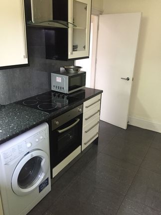 Thumbnail Flat to rent in Whitechapel Road, Whitechapel, London