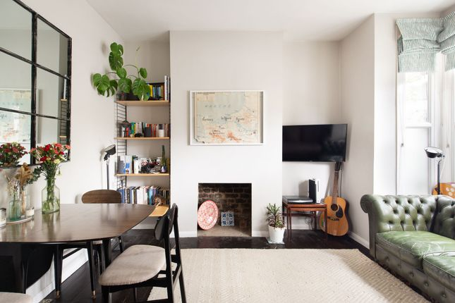 2 bed flat for sale in Daubeney Road, Hackney E5